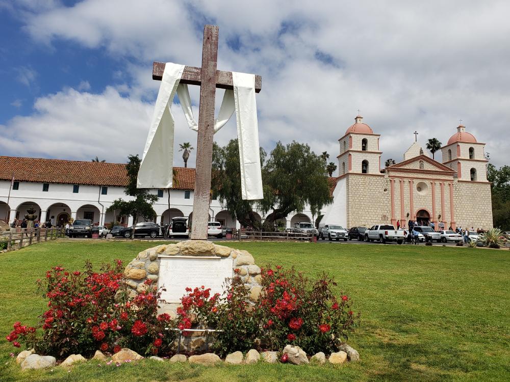 ミッションサンタバーバラ 十字架 白い布