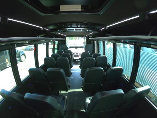 31人乗りミニバス車内