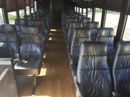 34人乗りミニバス車内