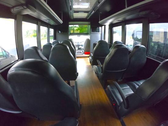 38人乗りミニバス車内